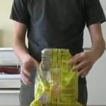 クリップなしでポテトチップスの袋を保存する方法