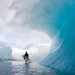 凍った頭オーバーの波